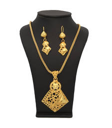 Buy Vendee Fashion Traditional Pendant set Pendant online