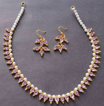 Beautiful Lavender pearl gold tone elegant necklace and earrings