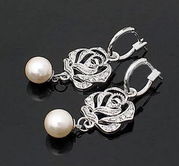 Beautiful fashion Silver Color with zircon Rose Flower Pearl Earring
