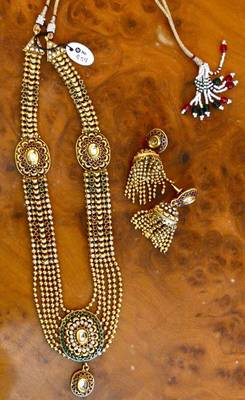 Rani Haar in gold and Kundan with meenakari work
