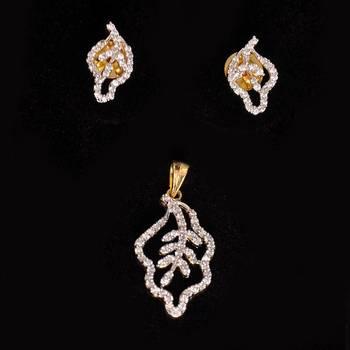 Leaf Shap American Diamond Pendant