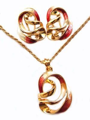 Maayra Golden Corporate Stylish Pendant Set