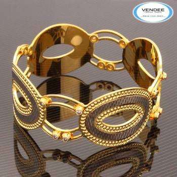 Hot Fashion Dancing CZ Diamond Bangle 7509