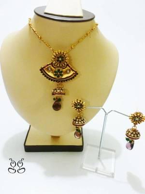 Flower pendant necklace set