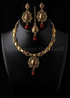 stylish rajwadi necklace and earrings