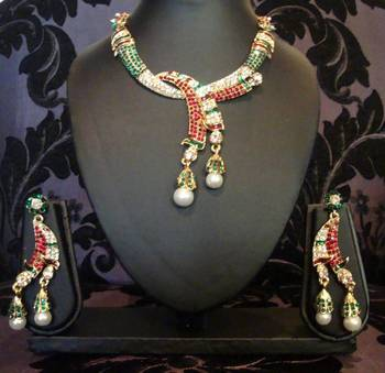 Red Green with Pearls Necklace Set