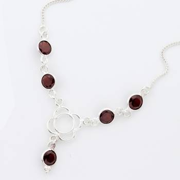 A Happening Pure Silver Necklace With Faceted Garnet_10
