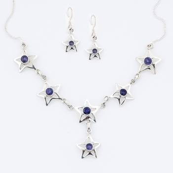 A Bloomy Handcrafted Silver Necklace In Star Design With Iolite And Pair Of Earrings_06
