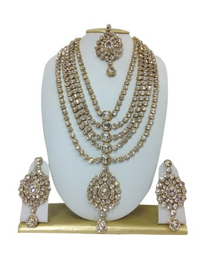 WHITE HAARAM NECKLACE SET WITH MAANG TIKKA