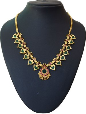 Green palakka necklace with fourteen palakka