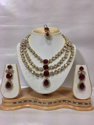 Famous Crystal Jewelry Set in Maroon