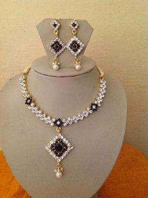 BEAUTIFUL BRIDAL Kundan Necklace set