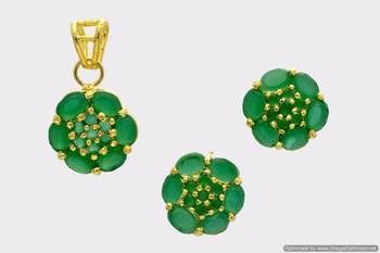 BEAUTIFUL OVAL STONES STUDDED FLOWER LOCKET SET WITH EARRINGS (EMRALD) - PCL1026