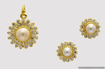 EXCLUSIVE STONE STUDDED SUN LOCKET SET WITH EARRINGS (PEARL AD) - PCL1040