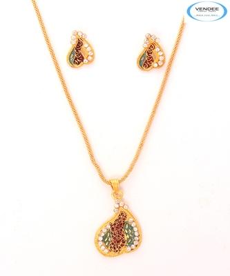 Fashion diamond pendant set
