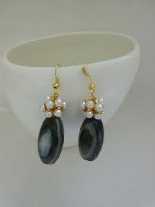 Black agate stone and pearl dangler