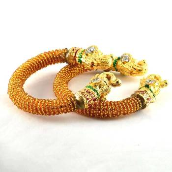 Exclusive stretchable bangles