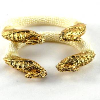 Attractive stretchable bangles