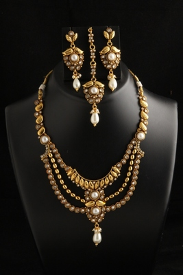 Designer three layer Ethnic Gold plated polki Necklace with maang tikka