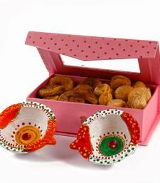 Buy Diwali bandhani earthen diya with designer box of dry anjeer and dry apricot diwali-dry-fruit online