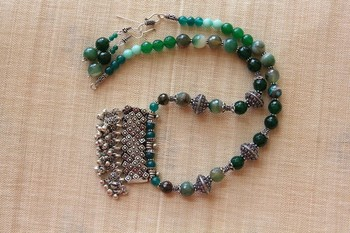 Green stone necklace sets