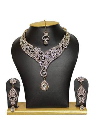 White Beauty Elegant Necklace Set