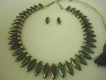 Green glass beads necklace set