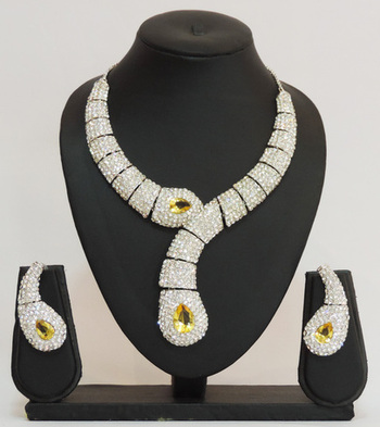 Contemporary Silver Stones Studded Necklace Set