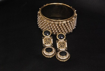 Gold Plated Handcrafted Black Colour Earrings & Pearl Kada