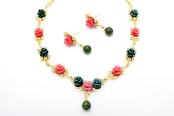 BEAUTIFUL FLOWER CORAL NECKLACE SET WITH EARRINGS (PINK GREEN) -