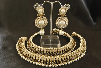 Black colour Pearl Anklets & Pearl Earrings
