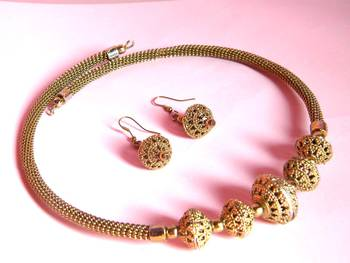 golden coloured ethnic necklace set