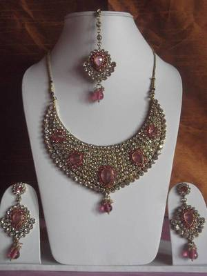 bridal collection kundan necklace set with matching earrings and maang tika