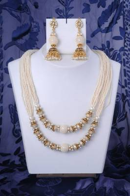 Classy Pearl Necklace in Gold and White