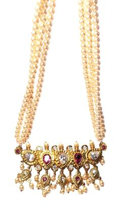Tanmani is a traditional Maharashtrian necklace of pearls