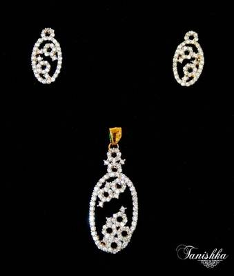 Eyecatching cz gold plated pendent set