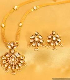 Buy Kundan Meenakari Elegant Pendant Set Pendant online