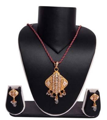 Sukkhi Dazzling and Glamorous Gold plated Pendant Set 1010V