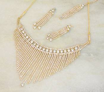 Beautiful elegant bridal zircon stud necklace set