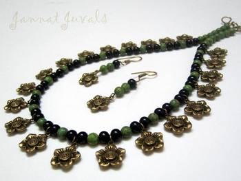 Cherupayar green and black flower neckset